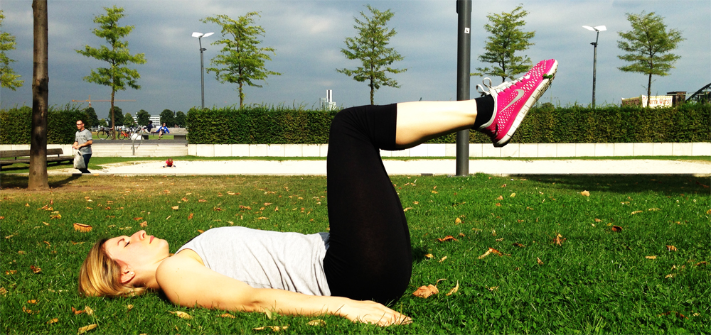 Sixpack Training Knieheben im Liegen 2. Position