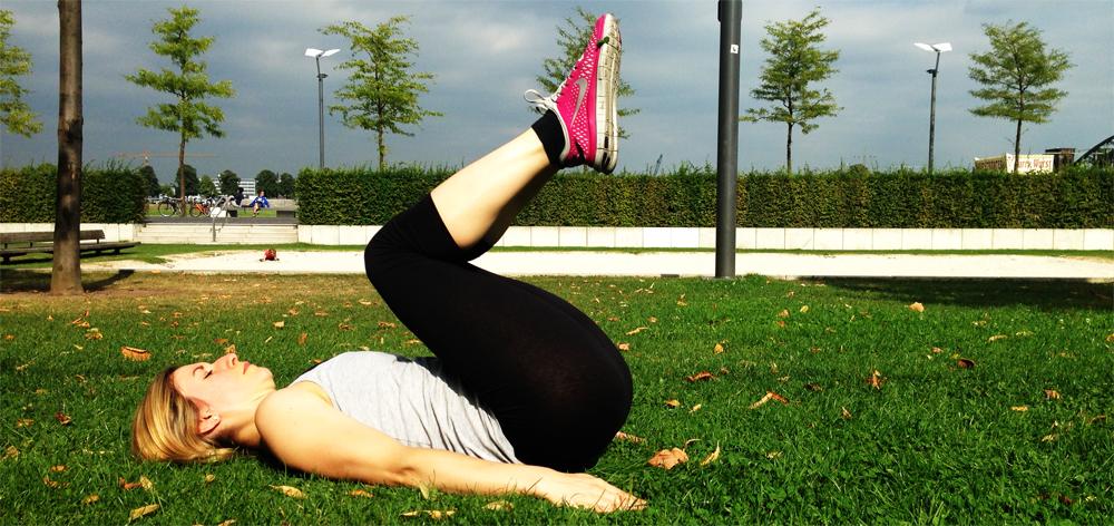 Sixpack Training Knieheben im Liegen 3. Position